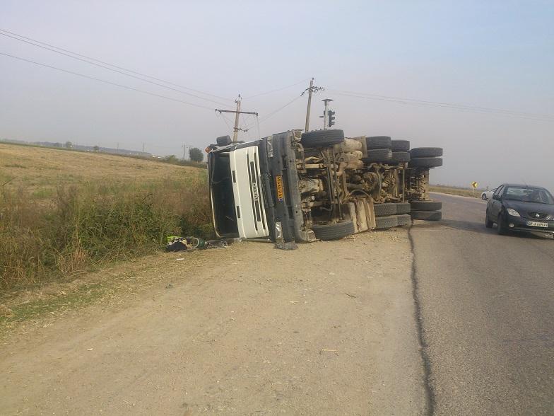 واژگونی کامیون در جاده مرگ+ عکس