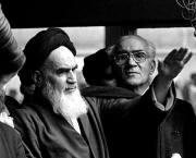 «12 بهمن»؛ ورود پیرجماران به ایران عزیز مبارک/فیلم