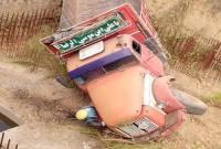 سقوط کامیون به داخل مصلا شهر سورک+ عکس