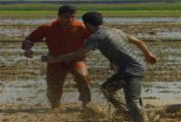 فوتبال در گل و لای در روستای برگه
