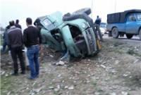 واژگونی کامیون حامل گندم در جاده گهرباران