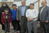 عیادت مدیران و دانشآموزان مدرسه شهید اسدیان از همکلاسی بیمار+ تصاویر