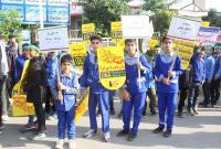 فریاد مرگ بر آمریکا دانش آموزان میاندورودی در راهپیمایی یوم الله 13 آبان