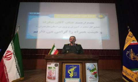 هیچ مسئولی حق ندارد پیروزیهای انقلاب اسلامی را در کارنامه خود بنویسد/امروز خط مقدم بسیج تأمین معیشت مردم است
