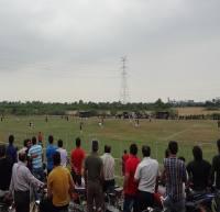 تماشاگران اسرمی از پشت حصار و روی تپه ها بیننده بازی/ پیروزی سورنا در دیدار 6 امتیازی+عکس
